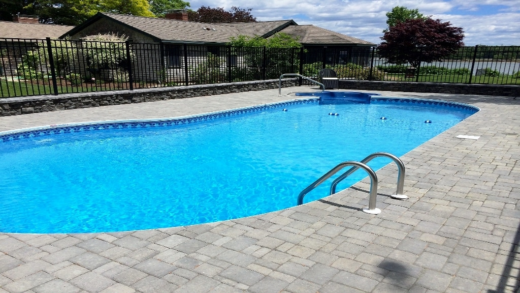 Ledgewater pools vinyl liner pools for Lazy l swimming pool covers